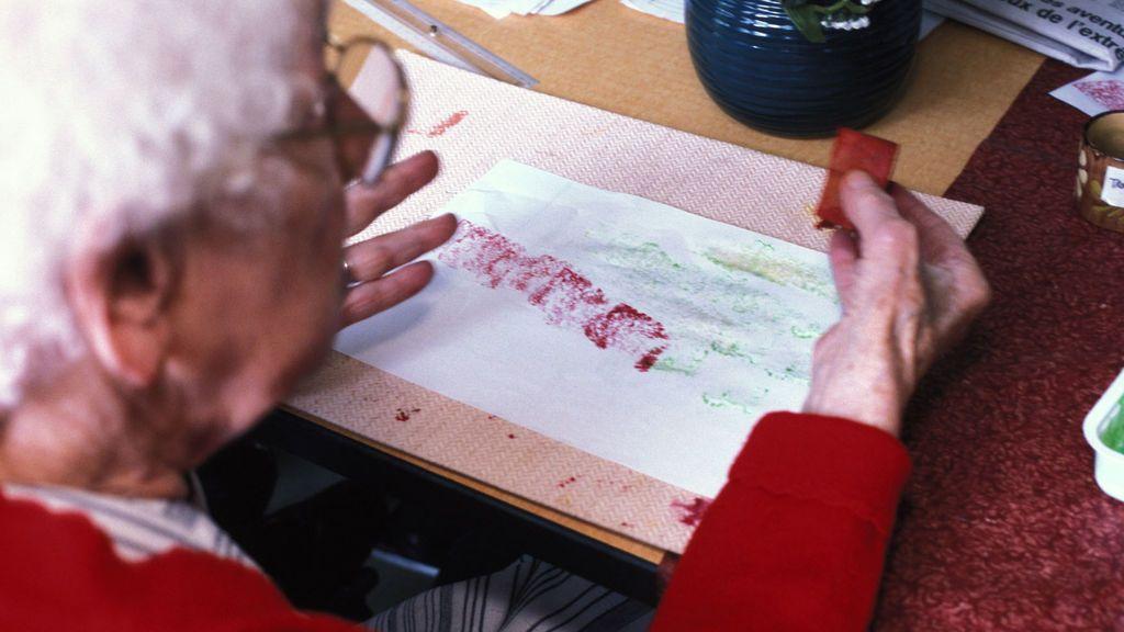 Una detenida por estafar 98.000 euros a una anciana con Alzheimer a la que cuidaba