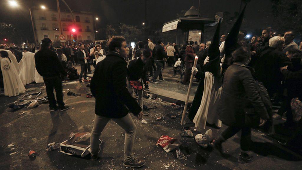 Mejora el herido grave de la Madrugá de Sevilla y pasan a disposición  judicial los detenidos