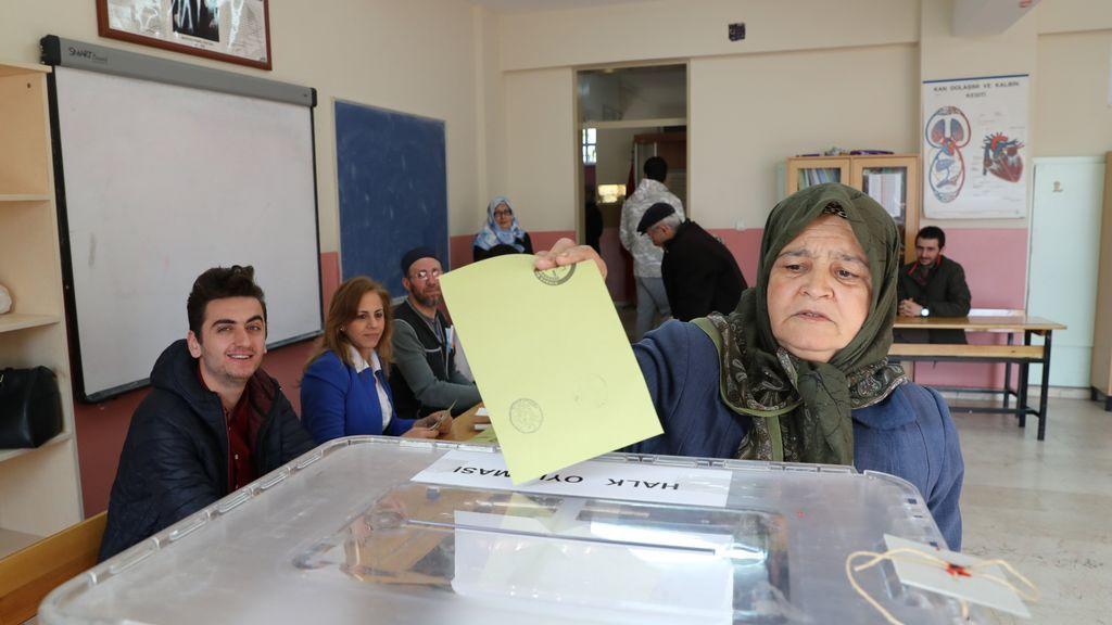 Comienza en Turquía el referéndum para expandir los poderes del presidente Erdogan