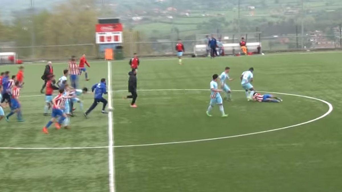 ¡Lamentable! La bochornosa actitud del cadete del Rayo agrediendo a los del Sporting en la Oviedo Cup