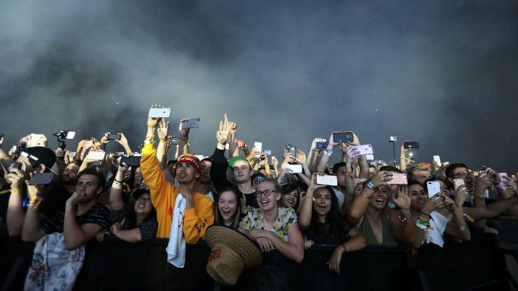 Público en la actuación de Kendrick Lamar