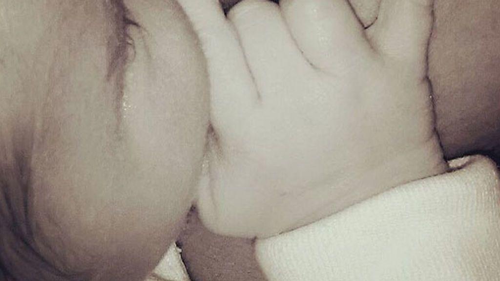 Ternura y rock and roll: El momentazo de Melani Olivares y su bebé