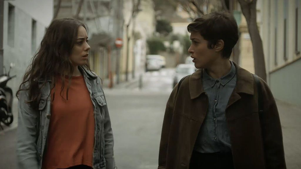 Santi Mur podría estar ocultando algo: Lola encuentra el móvil de Charry