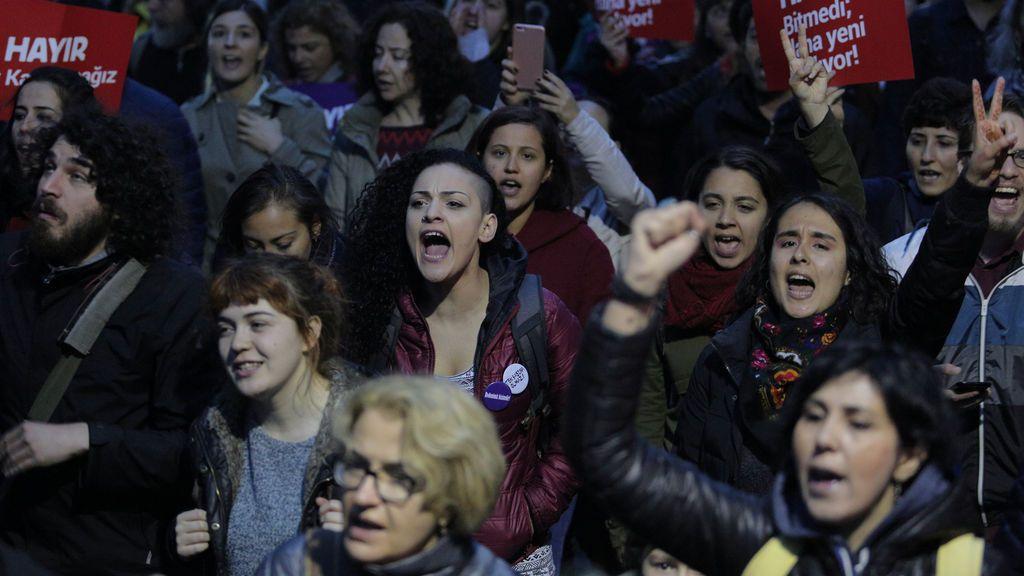 """Una observadora asegura que podría haber hasta 2,5 millones de votos """"manipulados"""" em Turquía"""