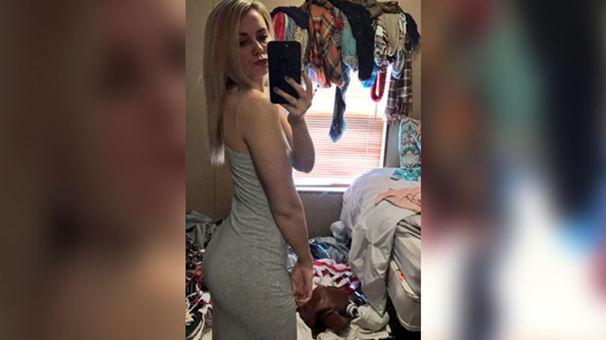 Se hizo un selfi para presumir de vestido, pero 'otra cosa' cobró el protagonismo
