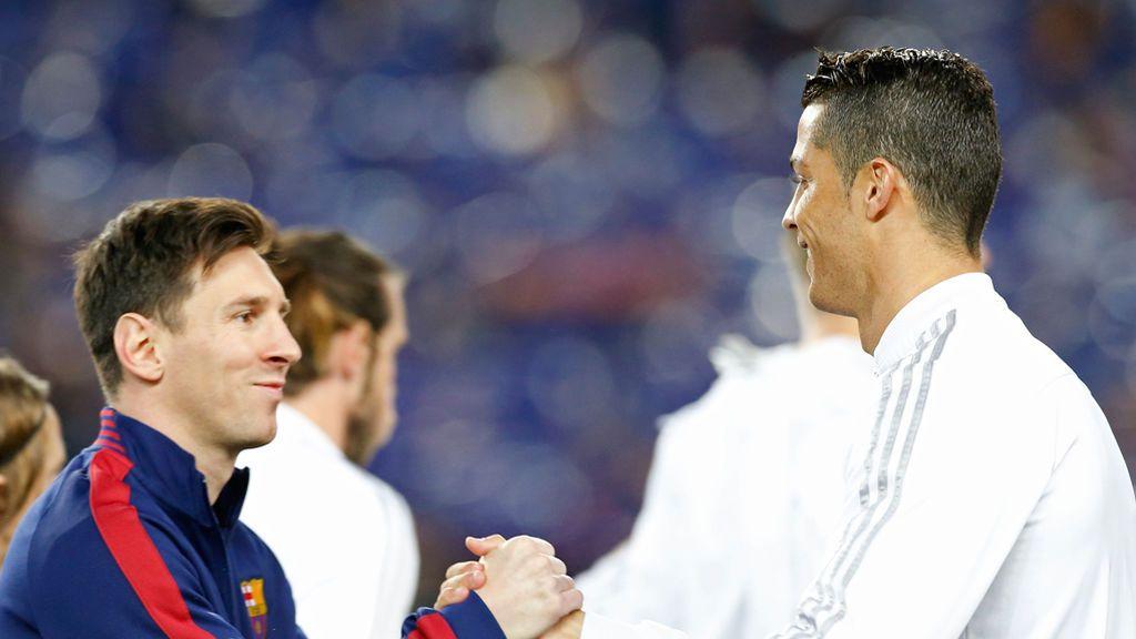 ¡El apasionado beso de Messi y Cristiano! Un grafittero de Barcelona pinta la versión más romántica del Clásico