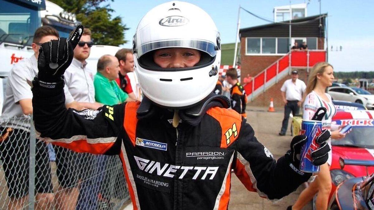 Billy  Monger, piloto de 17 años, pierde las piernas en su terrible accidente en la F4… ¡y los fans se vuelcan con él!
