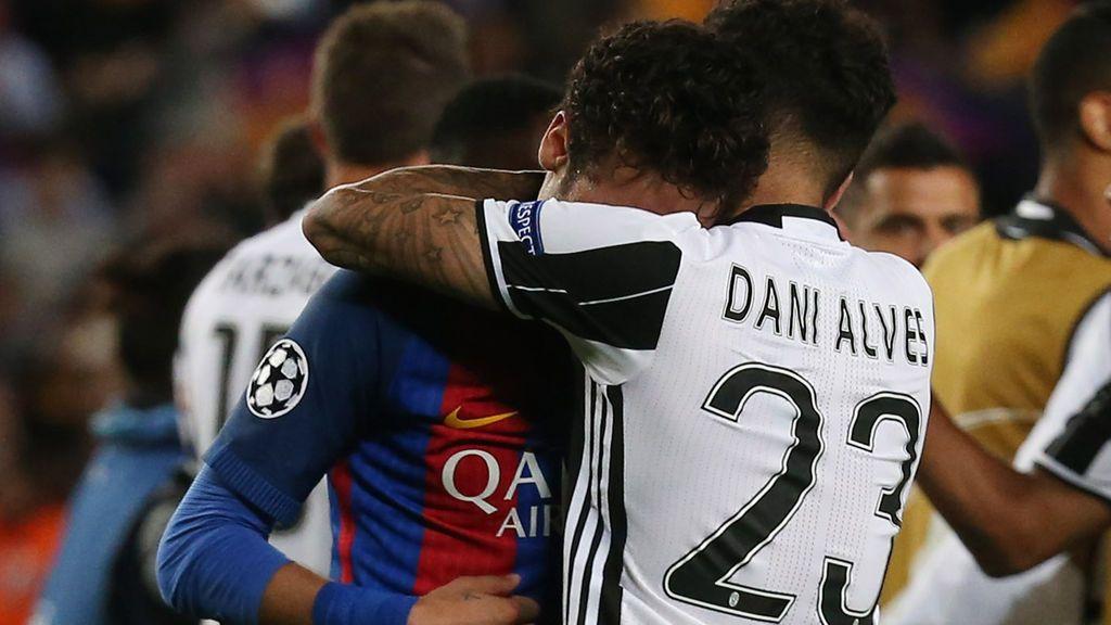"""Dani Alves se vuelca con Neymar tras la eliminación del Barça: """"Te amo hermano"""""""