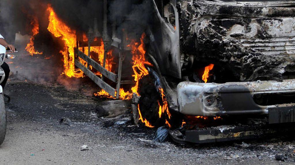 Camión ardiendo India