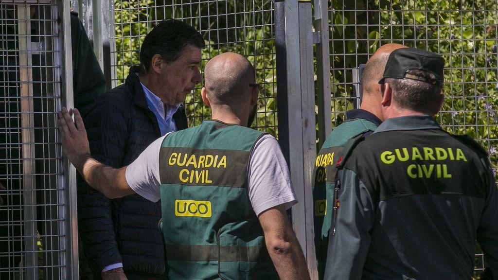Ignacio González, sale de los calabozos rumbo a la Audiencia