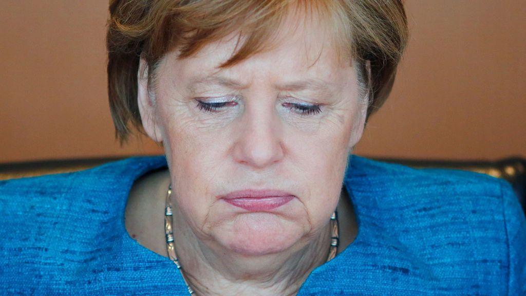 """Merkel se declara """"horrorizada"""" por la masacre talibán contra la base afgana de Mazar i Sharif"""