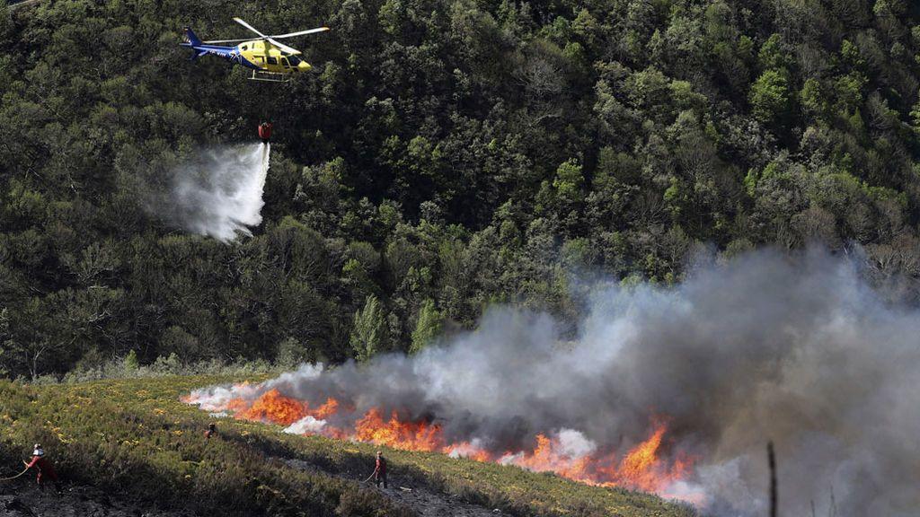 Arden más de 2.000 hectáreas en un incendio forestal en Ponferrada, en León