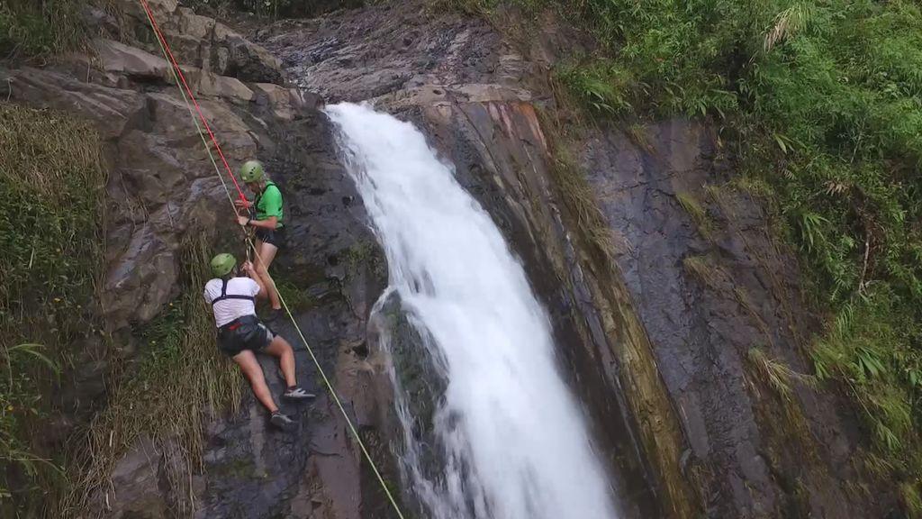 """""""¡Stop! Algo va mal"""": Jesús Calleja y Jorge Javier, problemas con el rapel en la cascada"""