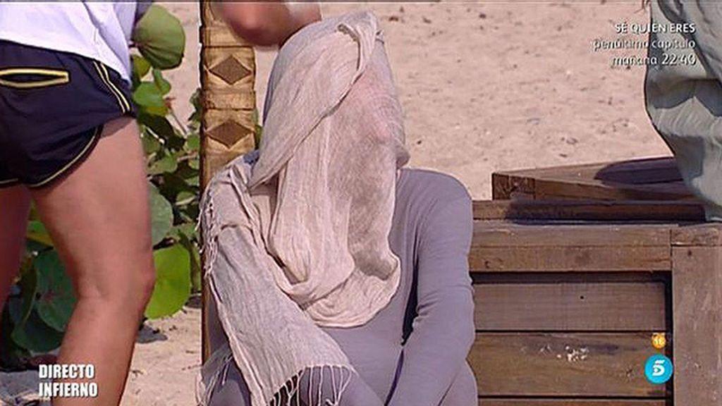 Bigote se esconde del sol durante el directo de 'SV'