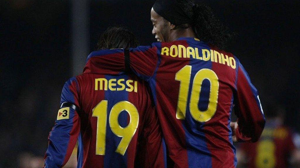 """La broma de Ronaldinho a Messi por su 500 goles con el Barça: """"Yo te di el primero"""""""