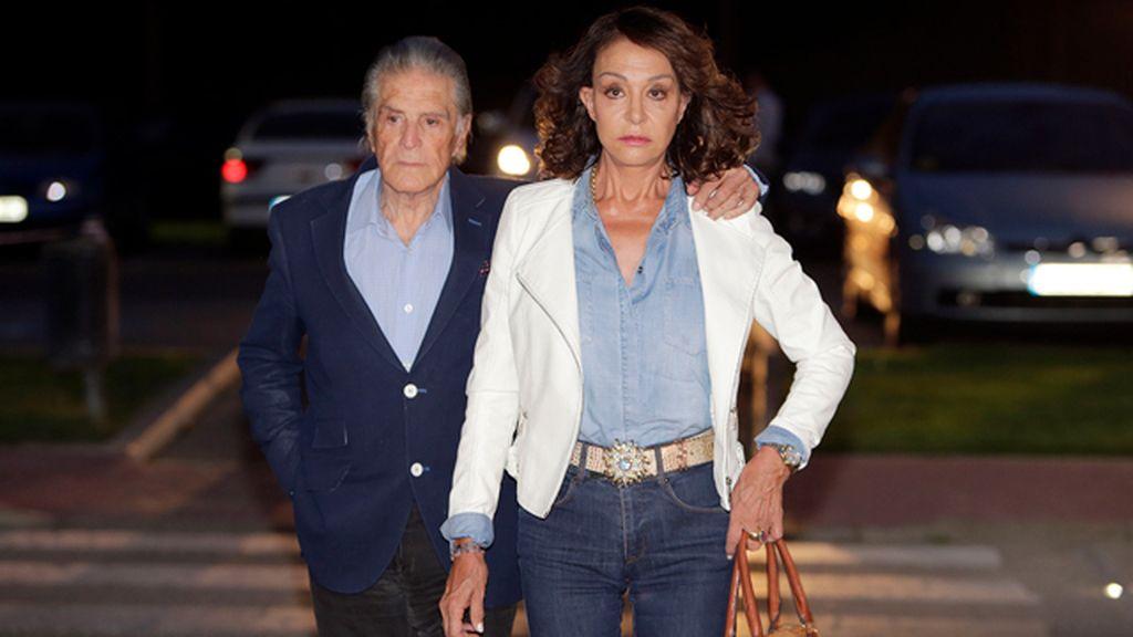 Familiares y amigos dan el último adiós a Palomo Linares
