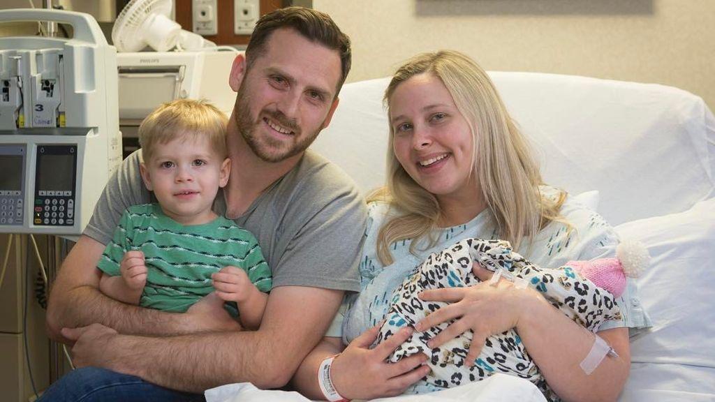 Da a luz la mujer que gestó un bebé sin cerebro para donar sus órganos y salvar vidas