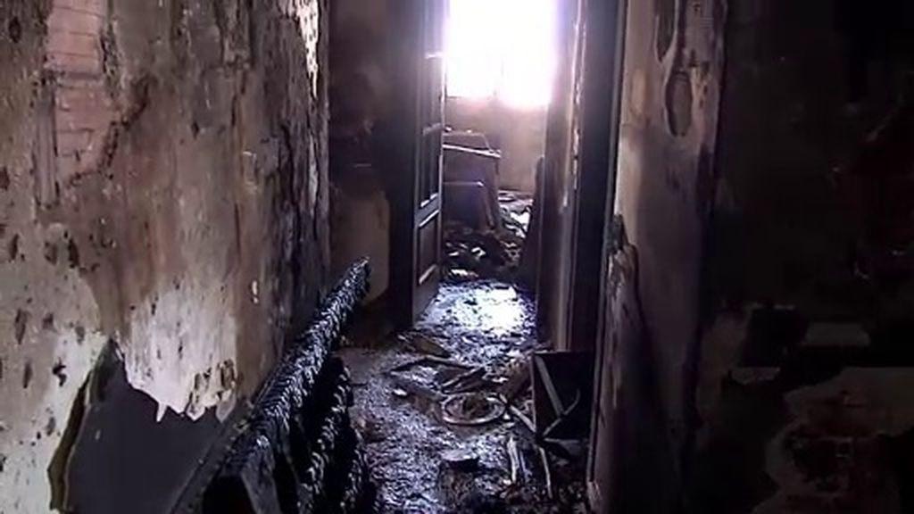 Las consecuencias de un incendio para los bomberos: quemaduras y golpes de calor