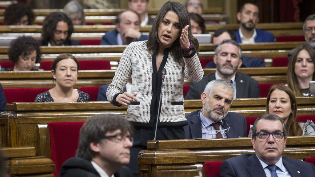 El Parlamento catalán acelera para declarar la independencia