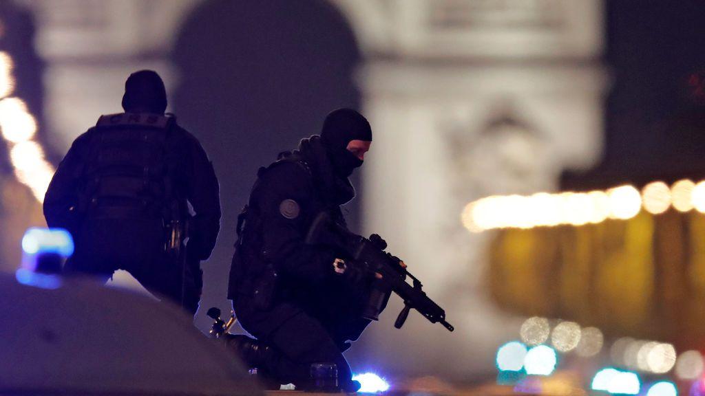 Detienen a cuatro personas en una operación antiterrorista en la periferia de París