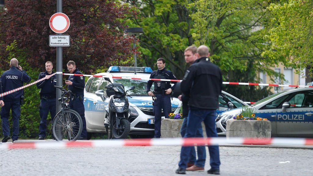 Un policía dispara a un hombre armado frente a un hospital en Berlín
