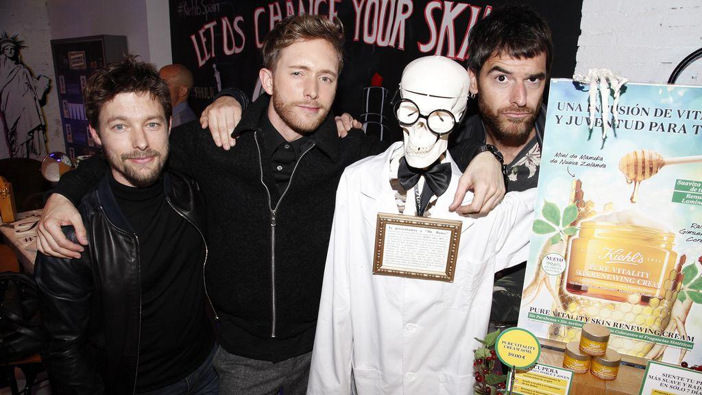 Jan Cornet, Pablo Rivero, Alfonso Bassave y su amigo Mr. Bones
