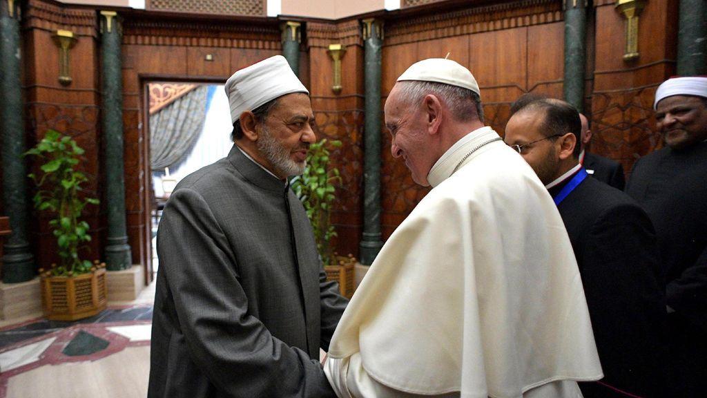 """El papa pide en Egipto """"un 'no' fuerte contra la violencia en nombre de dios"""""""