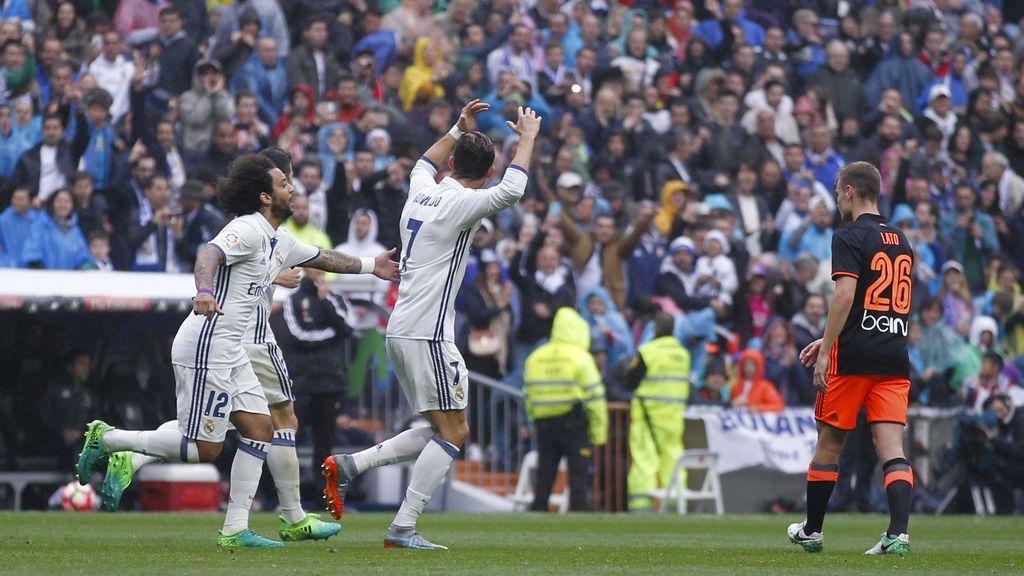 El Real Madrid tira de épica para ganar al Valencia y agarrarse al título (2-1)