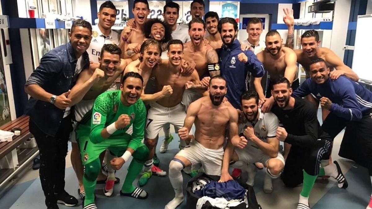 ¡Locura en el Bernabéu! El Real Madrid celebra la victoria con otra foto de vestuario