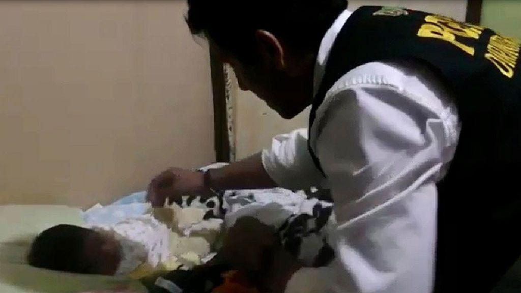 Rescatan en Perú a un recién nacido vendido por su madre por cien euros