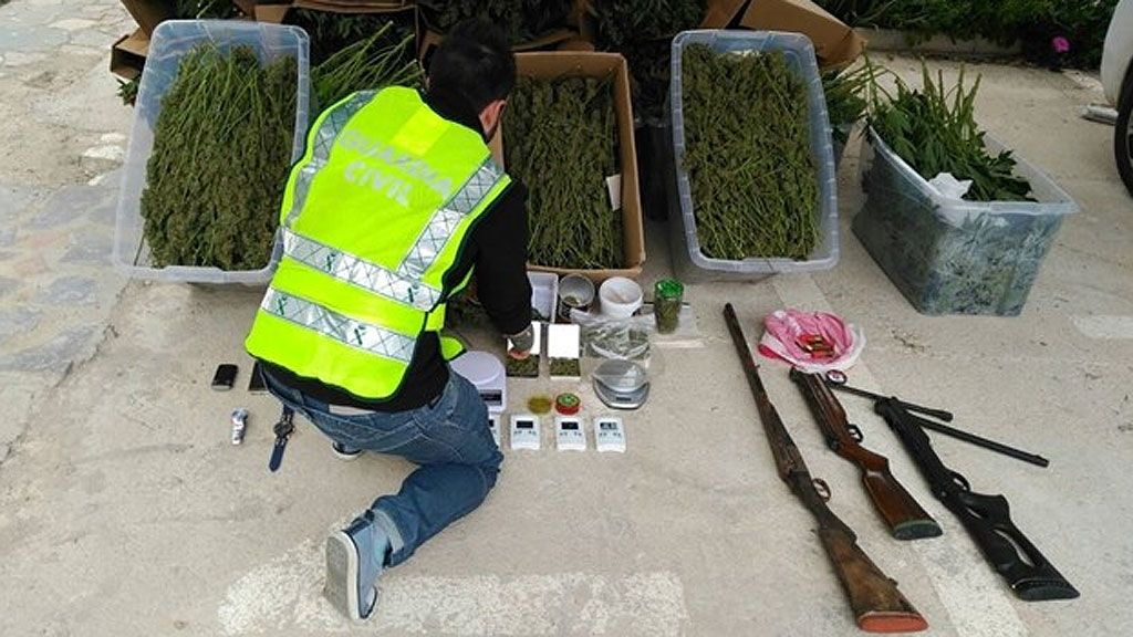 detenidos Alicante marihuana suicido trabajadores