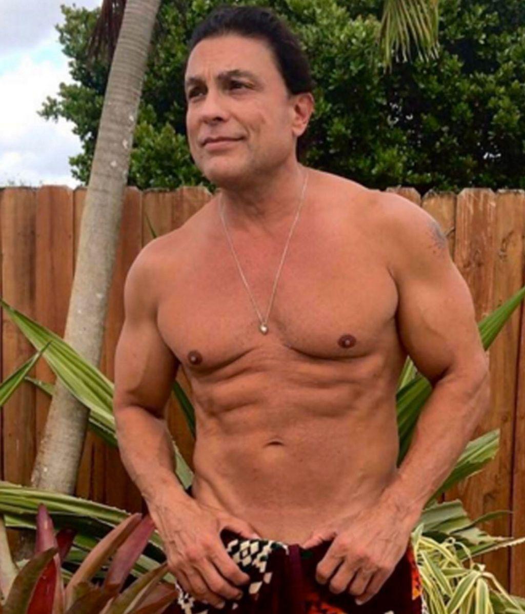El actor de telenovelas que presume de cuerpo a los 56 años