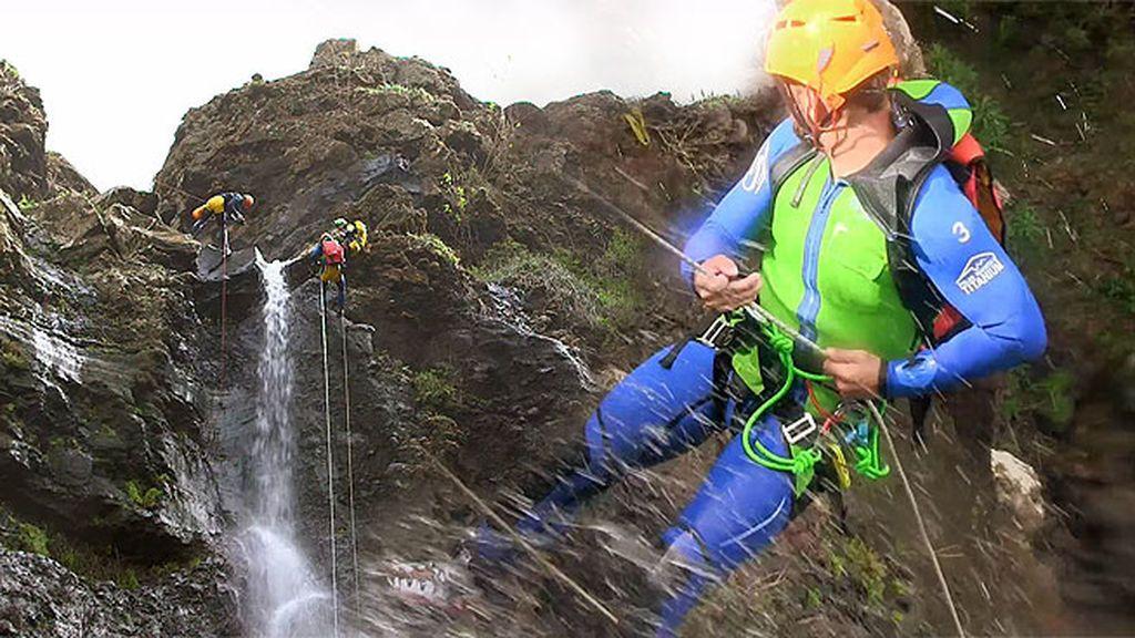 Carles Francino se enfrenta a su pánico a las alturas y sufre el peor momento de la aventura
