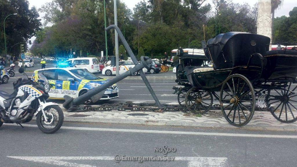Un policía y un cochero, heridos por un caballo desbocado de la Feria de Sevilla