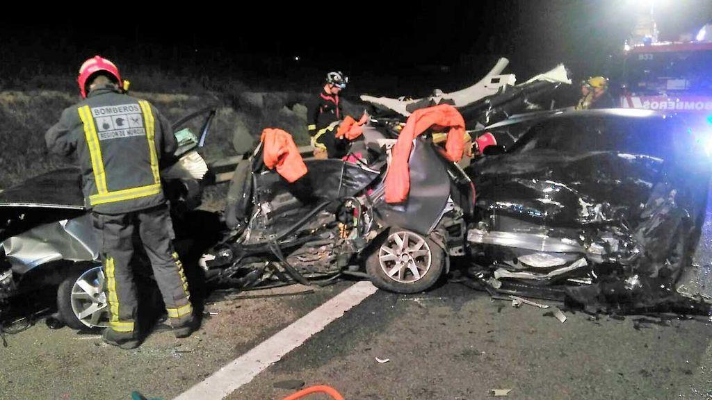 Fallecen los tres ocupantes de un turismo en un accidente múltiple en la A-7 a su paso por Alcantarilla (Murcia)
