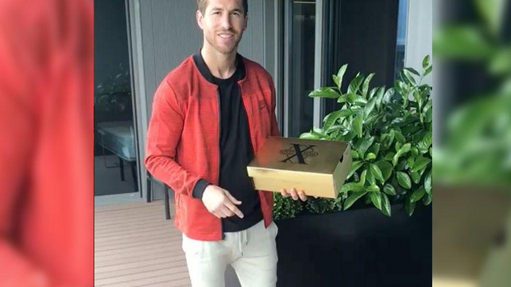 De capitán a capitán: el regalo exclusivo de Totti a Sergio Ramos