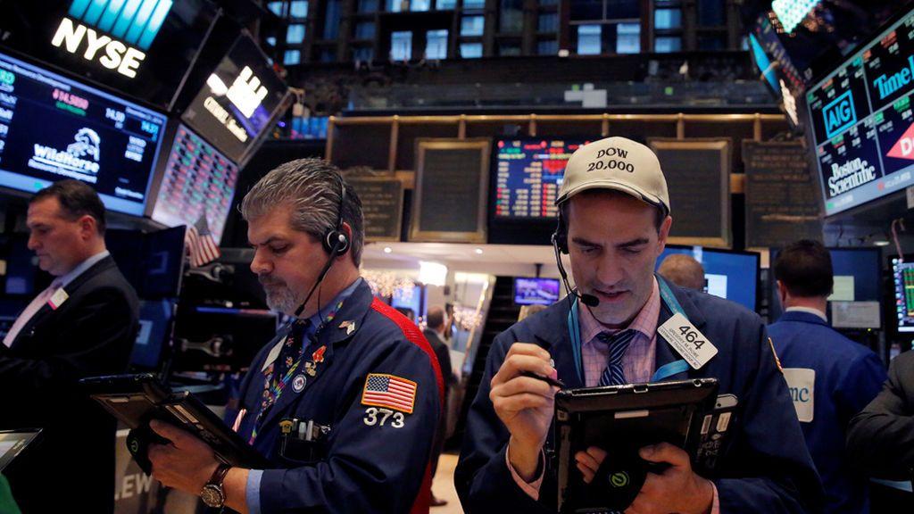 """Trump provoca la caída de las bolsas al decir que estudia """"trocear"""" los bancos"""