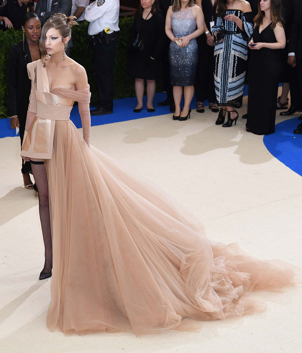 Gigi Hadid vestida por Tommy Hilfiger