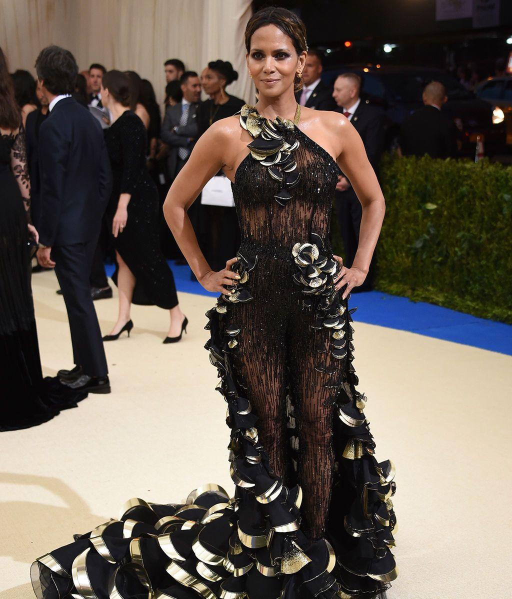 Halle Berry con vestido de Versace