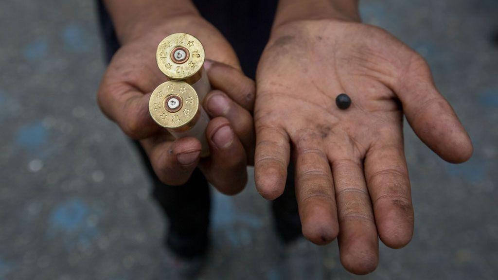 El Gobierno de Venezuela prohíbe portar armas durante 180 días