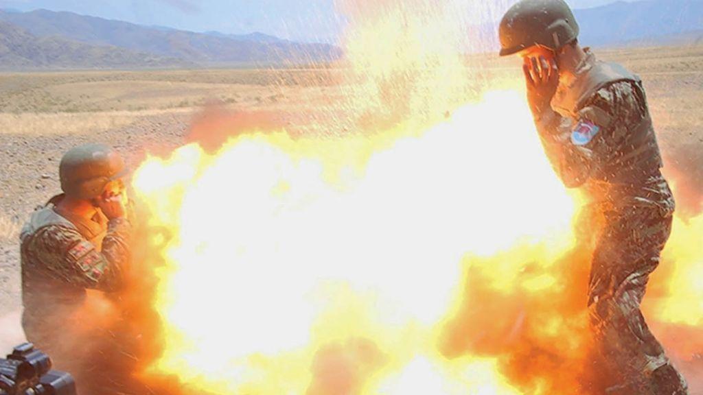 Instantanea del momento de la explosión de un tubo de mortero