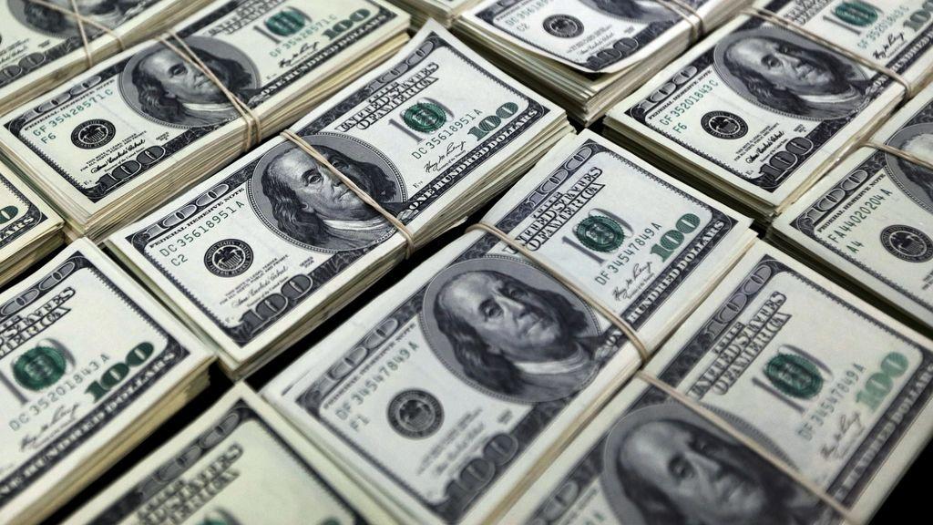 Una mujer se traga 9.000 dólares para no compartirlo con su pareja tras una infidelidad