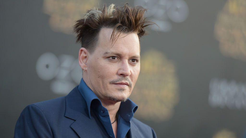 Johnny Depp en la premier de 'Alicia a través del espejo'