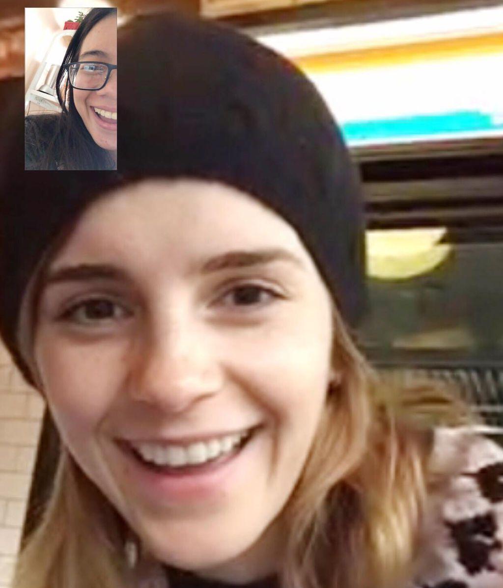La actriz Emma Watson sorprende a una fan que estudiaba para un examen