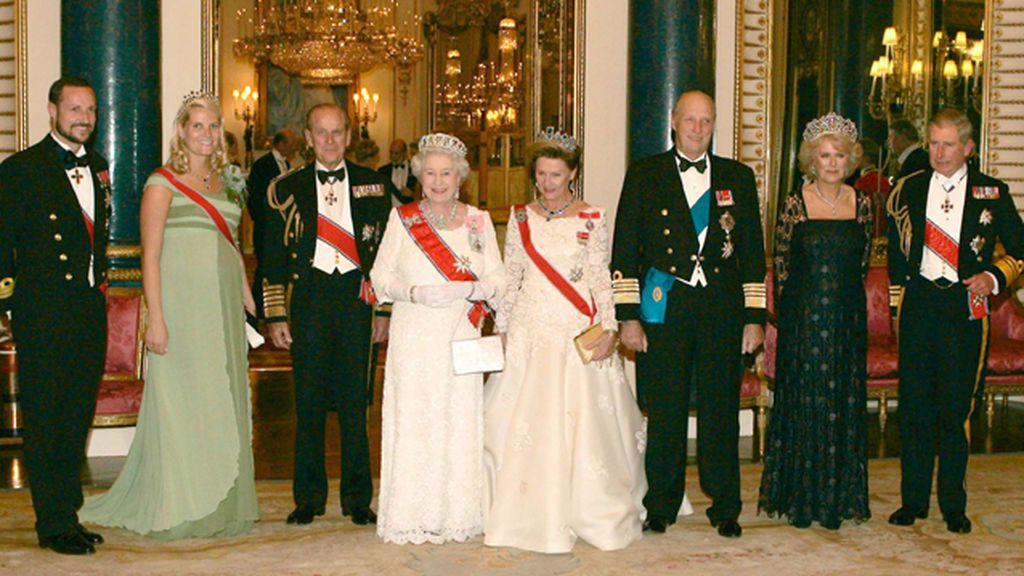 El Príncipe Felipe de Edimburgo se retira: su vida junto a la reina Isabel II en imágenes