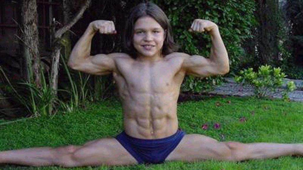 Así es ahora el 'niño más fuerte del mundo'