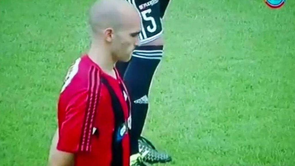 El árbitro prohíbe el minuto de silencio por los muertos de Venezuela… ¡y los jugadores paran el partido!
