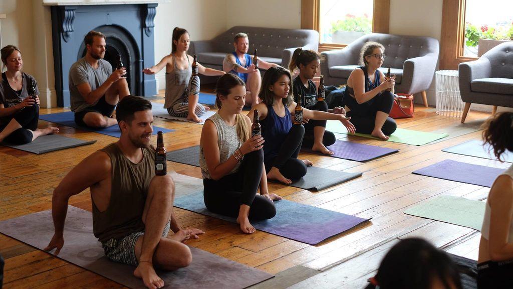 'BierYoga': la nueva moda para los amantes del yoga y la cerveza