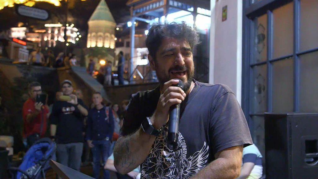 ¡Sorpresa! Antonio Orozco, todo lágrimas y emoción, en el concierto que le ha preparado Jesús Calleja
