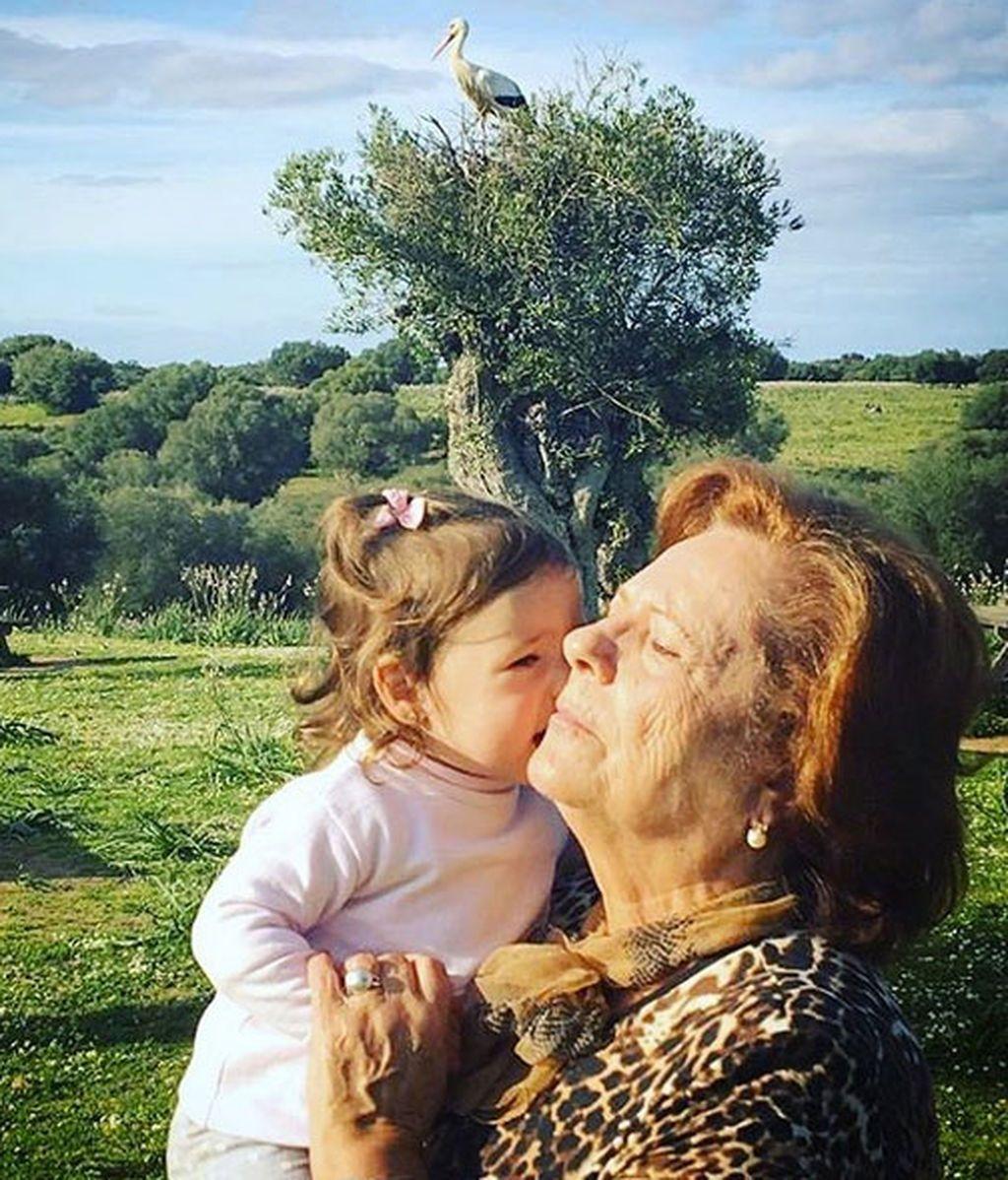 Estrella con la abuela